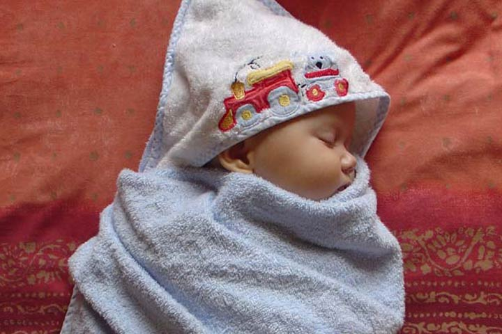 Swaddling- Your Little One Enjoys The Warm Wrap