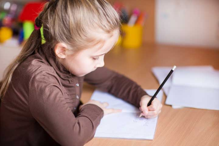 One Thing You Should NEVER Do When It Comes To Your Child's Hand Preference