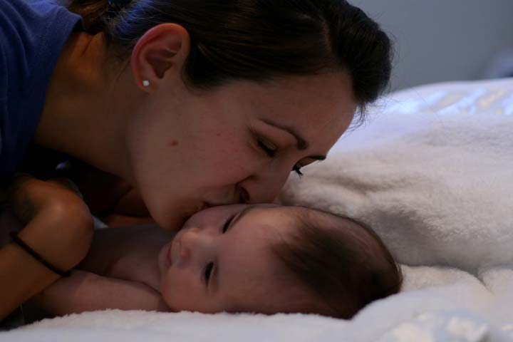 Should You Be Co-Sleeping With Your Baby To Make Her Sleep?