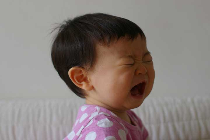 Tricks To Distract Your Baby From Crying