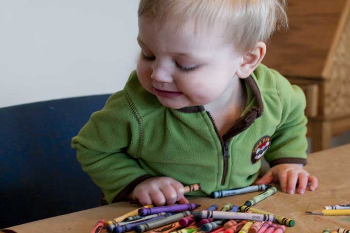 When To Introduce Crayons To Your Little One?