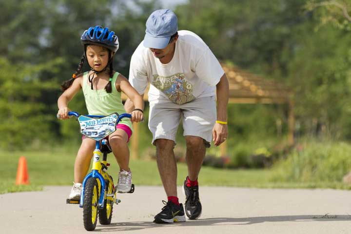 When Your Kid Is Learning To Ride A Bicycle, This Is What You Need To Do!